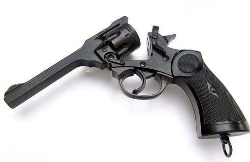 Indiana Jones: Indiana Jones Webley-Revolver, Fertig-Modell ... https://spaceart.de/produkte/indiana-jones-webley-revolver-fertig-modell-denixi-dj007.php