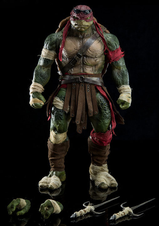 Teenage Mutant Ninja Turtles: Raphael, Deluxe-Figur (voll beweglich) ... https://spaceart.de/produkte/mnt003.php